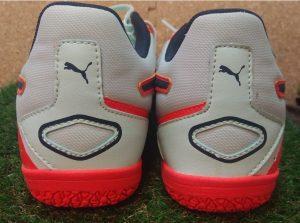 宮城県仙台市 足と靴のトラブル 靴(シューズ)の真後ろ ヒールカウンター 踵 踏みつぶす 傾き 歪み 固い 柔らかい 靴合わせ フィッティング オーダーメイドインソール