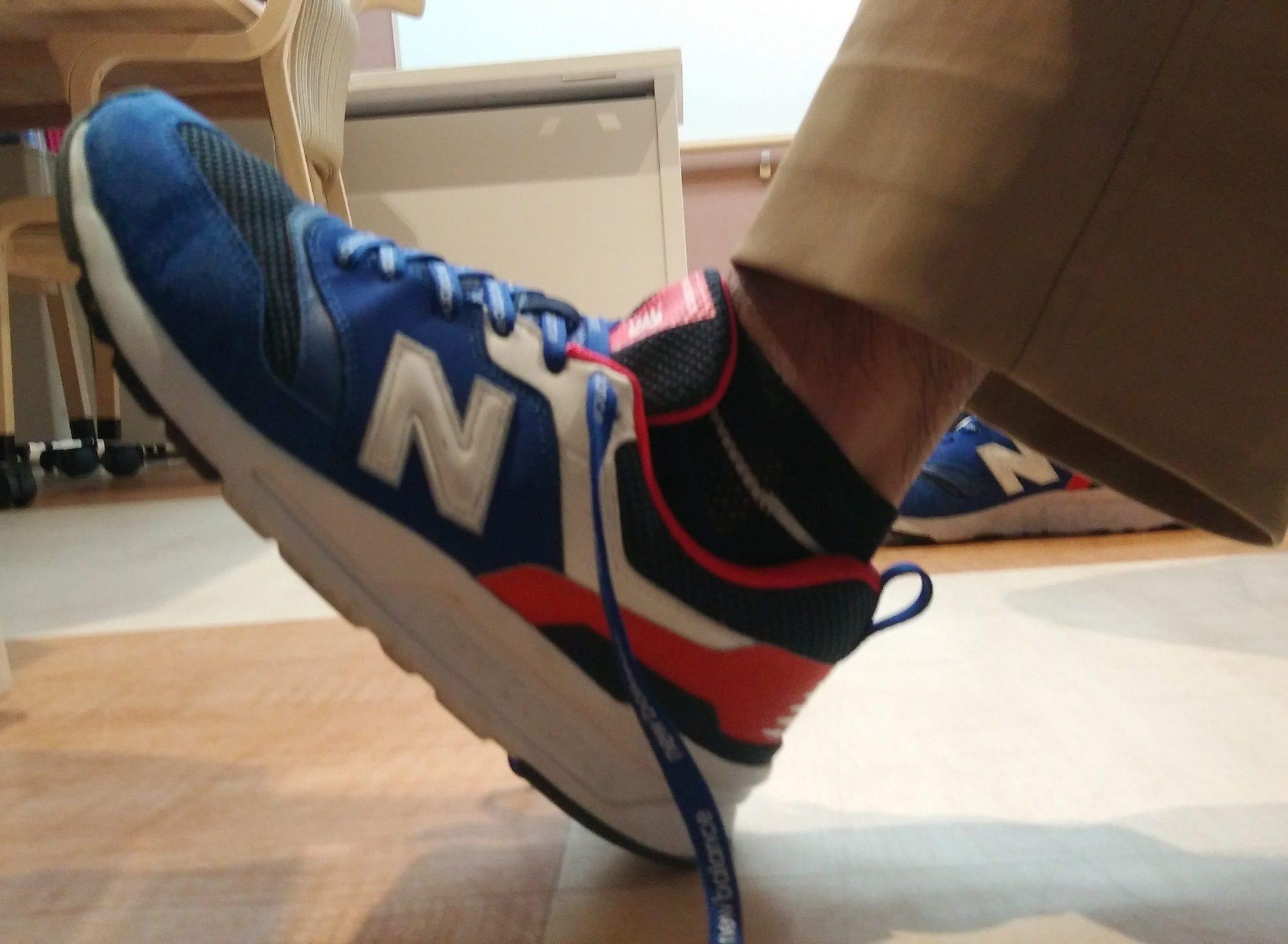 正しい靴の履き方 踵を床にトントン軽くつける
