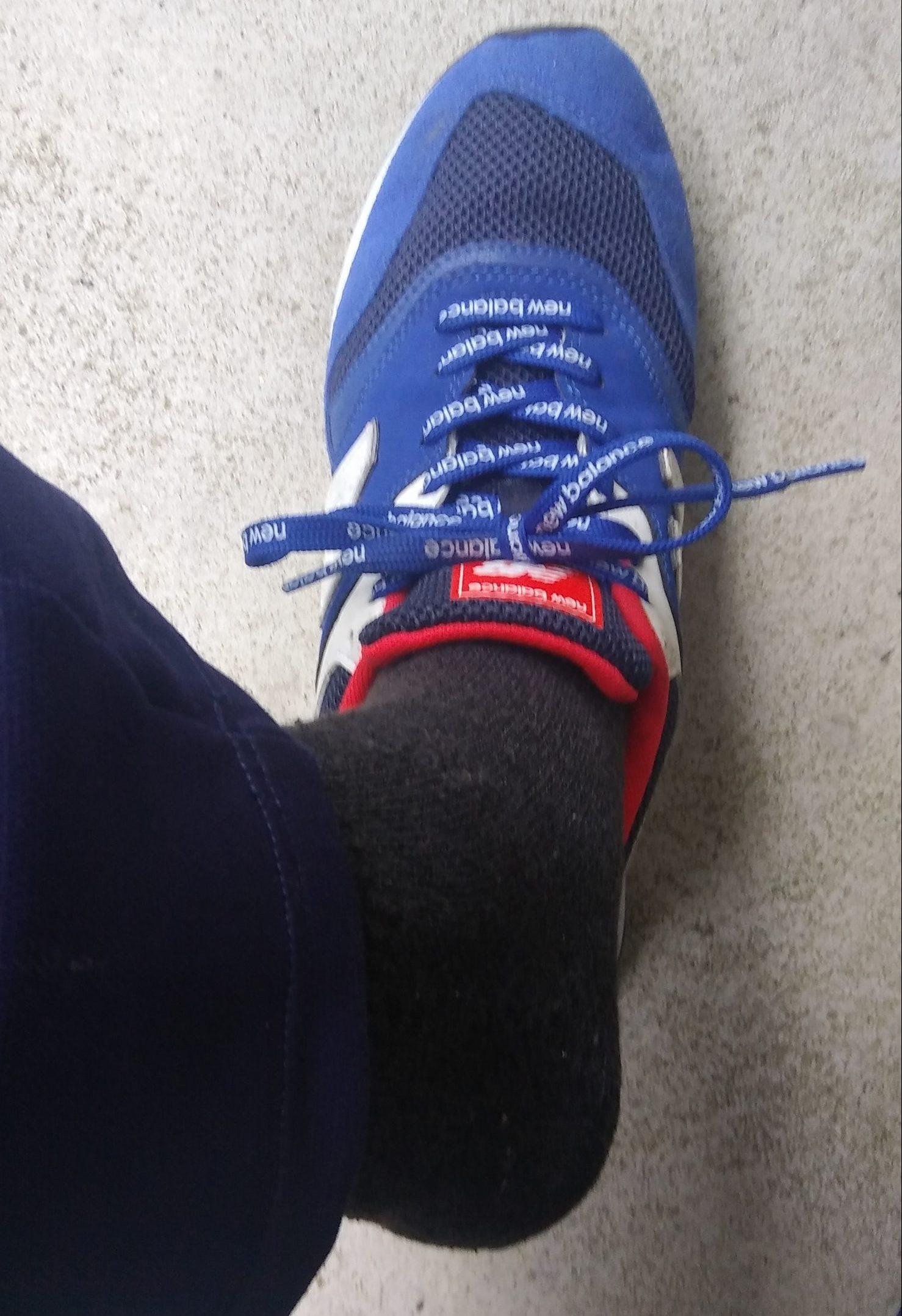 間違った靴の履き方 紐をしめたまま履く・脱ぐ