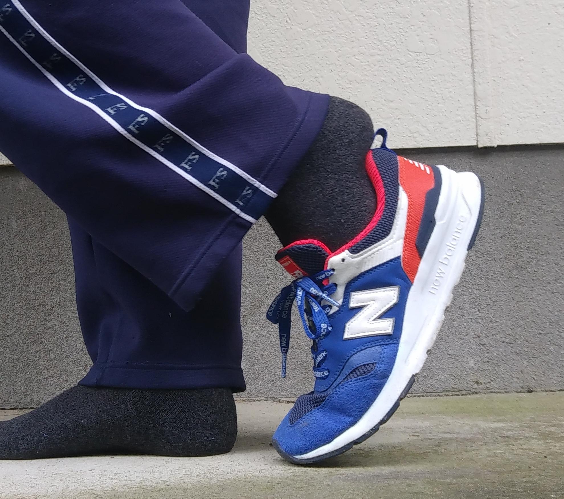 間違った靴の履き方 つま先から靴を合わせる